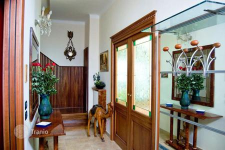 4 bedroom houses by the sea for sale in Liguria. Villa – Sanremo, Liguria, Italy