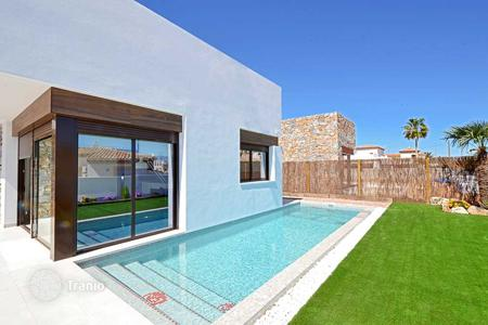 Cheap houses with pools for sale in Costa Blanca. Villa with private pool in La Finca Golf