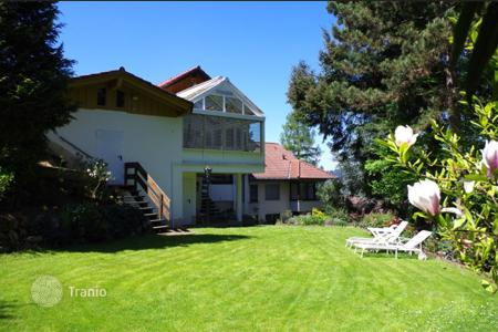 Houses for sale in Baden-Wurttemberg. Semi-detached villa in a fantastic location Freiburg-Littenweiler