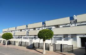 Townhouses for sale in Alicante. Duplex townhouse with 3 bedrooms, garden and private solarium in Pilar de la Horadada