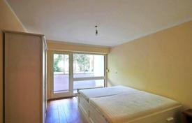 1 bedroom apartments for sale in Bavaria. Profitable apartment with parking space in the house with pool in Munich, West Schwabing, close to the Olympiapark. High rental potential