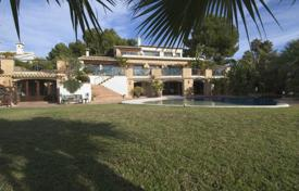 5 bedroom houses for sale in Moraira. Villa of 5 bedrooms with luxury finishes, pool and furniture in Moraira