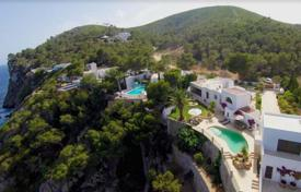 Property to rent in Santa Eulalia del Río. Mediterranean villa with a swimming pool on the first line from the sea, Santa Eulalia, Ibiza, Spain