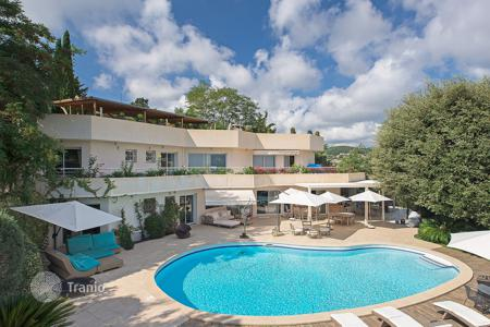 5 bedroom houses for sale in Vallauris. Beautiful property Super Cannes