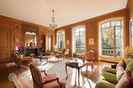 Apartments with pools for sale in Paris. Duplex in a historical building with a view of the Eiffel Tower, private garden and swimming pool, Champs Elysees, Paris