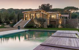 Coastal houses for sale in Côte d'Azur (French Riviera). Saint-Tropez — New Bastide with sea view