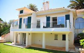 Coastal houses for sale in Côte d'Azur (French Riviera). Villa in Cap d'Antibes Garoupe area