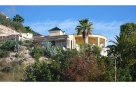 3 bedroom houses by the sea for sale in El Campello. Villa of 3 bedroomswith heated pool in El Campello