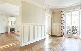 Apartments for sale in France. Paris 8th District – An elegant near 160 m² family apartment