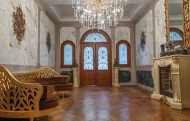 Luxurious renovated mansion of the early 20th century in the city center, 100 metres from the Promenade des Anglais, Nice, France for 1,250,000 €