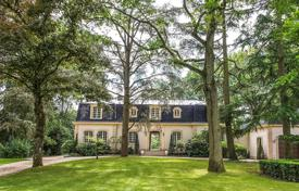 5 bedroom houses for sale in Ile-de-France. Palaiseau — A superb family propery in a leafy setting