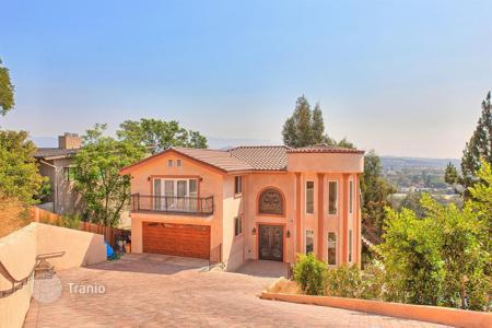 Houses with pools for sale in North America. Furnished villa with pool and panoramic park view, Los Angeles, USA