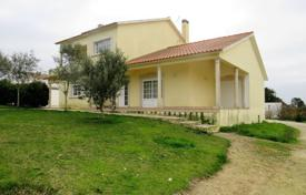 Property for sale in Leiria. Villa with a workshop, in 5 minutes from the beach, Leiria, Portugal