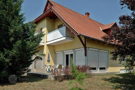 6 bedroom houses for sale in Hungary. Beautiful, maintained Family Home in a quiet neighborhood