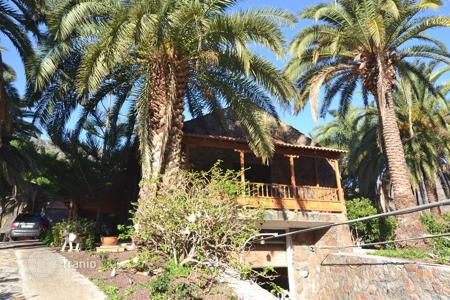 3 bedroom houses for sale in Canary Islands. Wonderful Chalet with large Land in Fataga