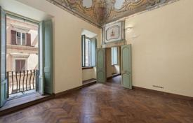 Apartments for sale in Perugia. Beautiful 205 m² commercial apartment on the first floor of an eighteenth century palace in the medieval center of Perugia