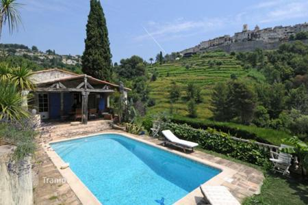 4 bedroom houses for sale in Saint-Paul-de-Vence. Saint-Paul de Vence — Traditional Mas