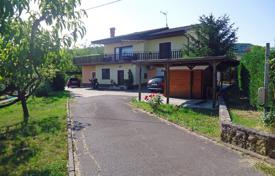 5 bedroom houses for sale in Central Europe. This is a large house just a few kilometers from Koper in the direction of Vanganel in a beautiful and sunny position