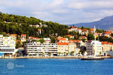 Coastal houses for sale in Split-Dalmatia County. Villa Meje