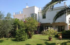 4 bedroom houses for sale in Abruzzo. Villa with terraces and a large garden, on the seafront, a short walk from the beach, in Francavilla al Mare, Italy