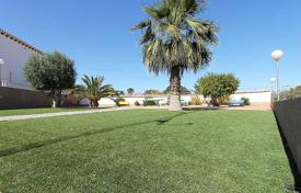 Cheap houses with pools for sale overseas. Orihuela Costa, Punta Prima. Townhouse-duplex of 95 m² built with garden of 20 m²