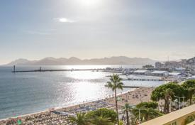 2 bedroom apartments by the sea for sale in Provence - Alpes - Cote d'Azur. Cannes — Croisette — Apartement with panoramic sea view