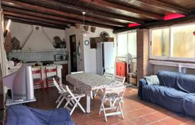3 bedroom houses for sale in Sicily. Villa with a private plot, a garden and a parking near the beach, Sicily, Italy