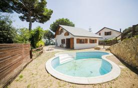 Cheap residential for sale in Sant Cebrià de Vallalta. Villa – Sant Cebrià de Vallalta, Catalonia, Spain