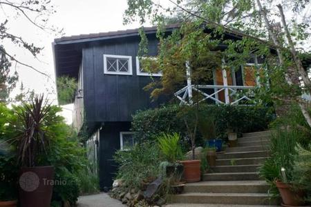 2 bedroom houses for sale in North America. Family cottage in Malibu