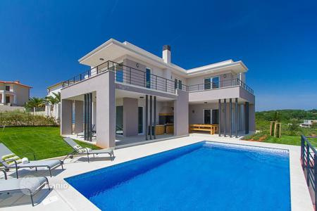 5 bedroom houses by the sea for sale in Croatia. Modern villa with pool and sea view, in 150 meters from the shore, Medulin, Croatia