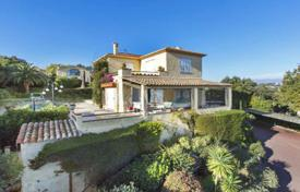 6 bedroom houses for sale in Vallauris. Two villas with a pool, a garage and panoramic sea views, Vallauris, France