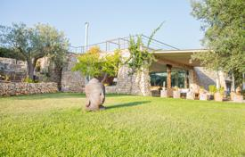 Houses for sale in Apulia. Stunning luxury Salento Villa, located on a hill, sea view over pool