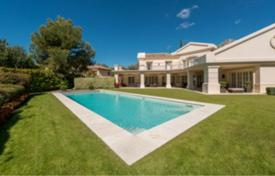 Luxury 6 bedroom houses for sale in Marbella. Villa for sale in Altos Reales, Marbella Golden Mile