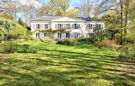 5 bedroom houses for sale in Ile-de-France. Marnes la Coquette – In an exclusive private park