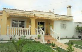 Houses for sale in Cabo Roig. Villa in walking distance from the beach in Cabo Roig, Alicante, Spain