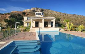 Luxury 6 bedroom houses for sale in Costa del Sol. Unique Villa in Marbella Club Golf Resort, Benahavis