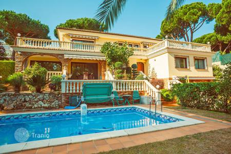 Luxury 3 bedroom houses for sale in Costa Brava. Exclusive villa first line to the sea