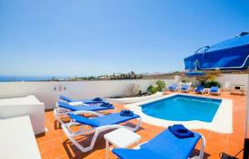 4 bedroom villas and houses to rent in Canary Islands. Villa – Canary Islands, Spain