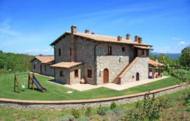 Luxury houses for sale in Umbria. Distinctive and prestigious nineteenth-century farmhouse which has been recently and beautifully restored in every detail