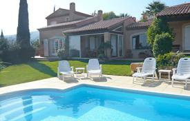 4 bedroom villas and houses to rent in Roquebrune-sur-Argens. Detached house – Roquebrune-sur-Argens, Côte d'Azur (French Riviera), France