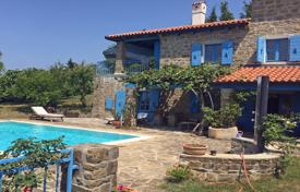 Property for sale in Obalno-Cabinet. This is lovely 4 bedroom house in Korte with super views and Swimming pool