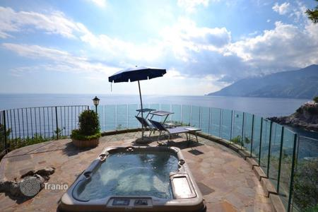 Villas and houses with pools to rent in Maiori. Torre Santa Maria