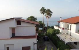Apartments for sale in Calabria. Apartment with panoramic sea views in a residential complex with private access to the beach, 20 meters from the sea in Briatico, Italy