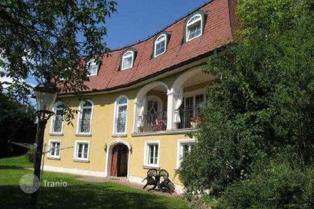 Luxury houses with pools for sale in Austria. Cozy villa in a quiet location in Kaltenleutgeben