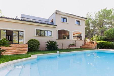 5 bedroom houses for sale in Majorca (Mallorca). Two-storey villa near the beach, in Cala Vinyes, Mallorca, Spain. Garden, swimming pool, double garage