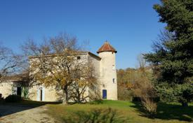 5 bedroom houses for sale in Gers. Medieval castle with a spacious park, near the lake, next to Toulouse, Gers, France