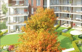 Residential for sale in Hessen. Four room apartment with own garden, terrace and balcony in Wiesbaden
