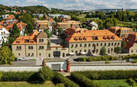 New homes for sale in Praha 8. High class apartments in a historic manor on the banks of the river, near the Troja Bridge, Prague 8