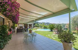 5 bedroom houses for sale in Côte d'Azur (French Riviera). On the hills, very nice 300 m² villa with swimming pool and panoramic view