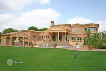 Luxury 5 bedroom houses for sale in San Roque. Stunning mansion front line to Valderrama golf